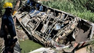 The accident happened near the Zuata lake, about an hour's drive from Caracas. [BBC Photo]