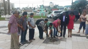 Turning on the sod at the reconstruction site of the Umana Yana