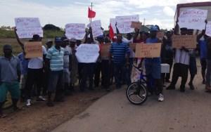 Sugar workers protesting in Berbice. [iNews' Photo]