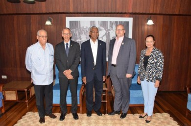 President David Granger (centre) is flanked by (from left) PSC Chairman, retired Major General, Mr. Norman McLean; Minister of Business, Mr. Dominic Gaskin, Vice President and General Manager of Qualfon Guyana Incorporated, Mr. Scott Warner and Senior Mission Manager, Ms. Luanna Persaud