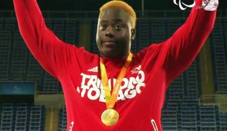Akeem Stewart celebrates his gold medal at the Rio Paralympics (CARICOM photo)