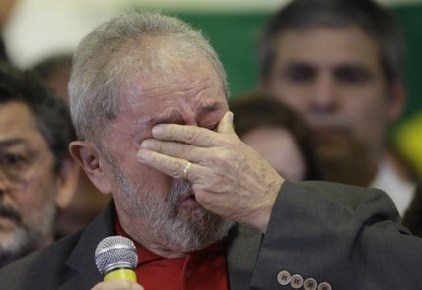 Brazil's former President Luiz Inacio Lula da Silva holds his hand over his eyes as he weeps during an hour-long news conference, while speaking on the corruption charges he is facing, in Sao Paulo, Brazil, Thursday, September 15, 2016. (Photo: AP)