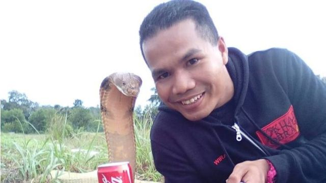 Abu Zarin Hussin takes a selfie with one of his snakes