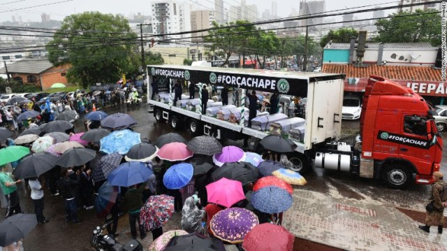 Despite heavy rainfall, people line the road to watch the passage of the funeral cortege in Chapeco on December 3