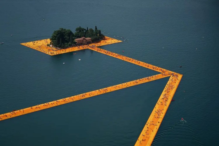 Christo The Floating Piers Lago Iseo 03