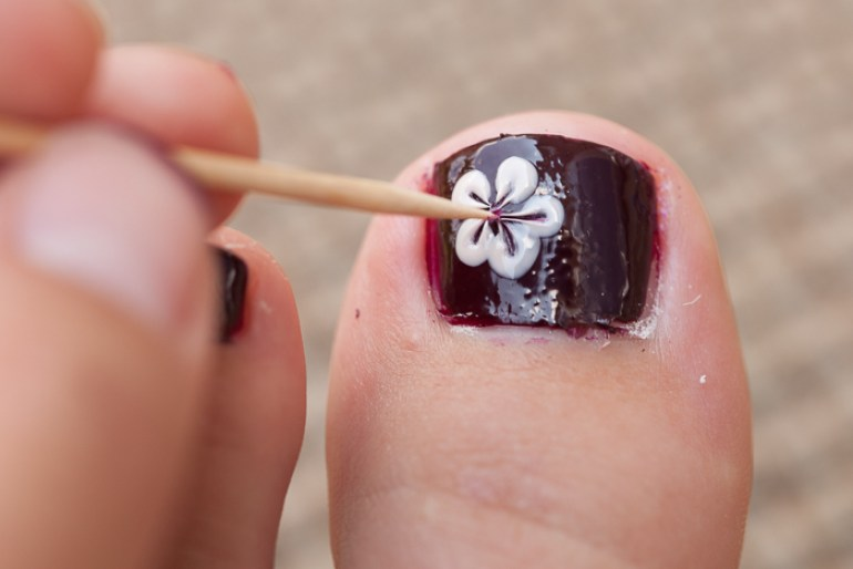 How to Paint Flowers on Toes - Infarrantly Creative