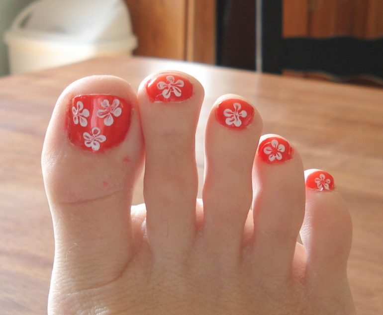 paint flowers toes