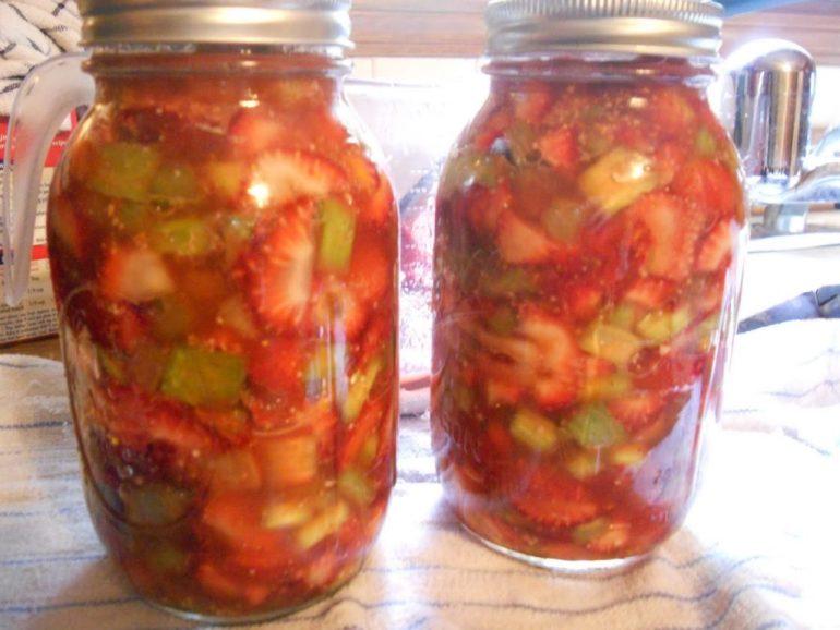 strawberry-rhubabrb-pie-filling