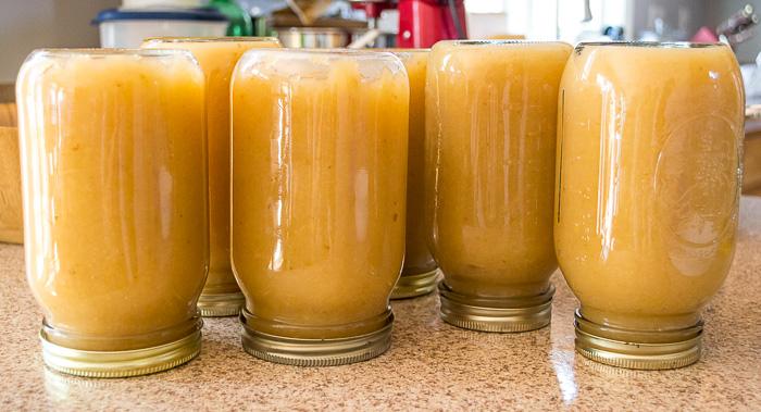 sealing-applesauce-jars