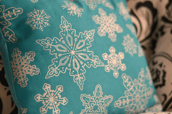 snowflake_pillow