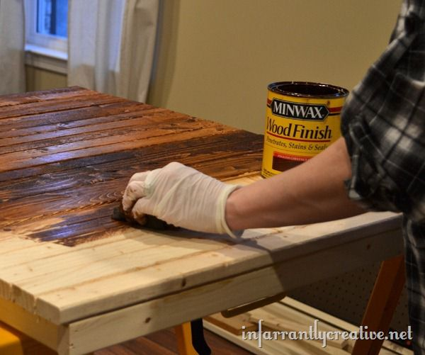 staining-a-pallet