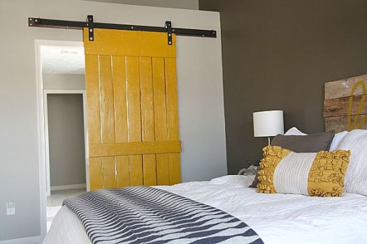 House Tweaking barn door diy