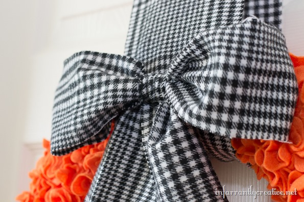 black and white plaid bow on wreath