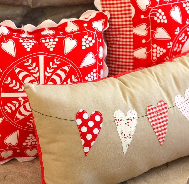 heart-bunting-pillow