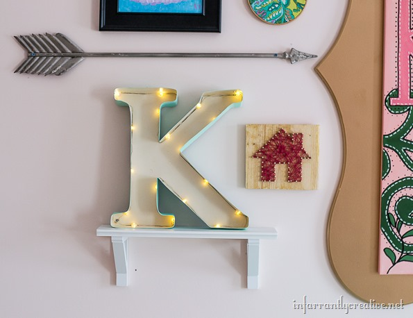 marquee-letter-in-gallery-wall