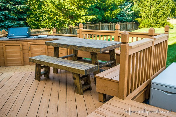 outdoor-table-on-deck