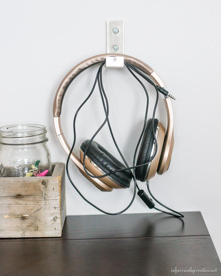 hanging-headphones