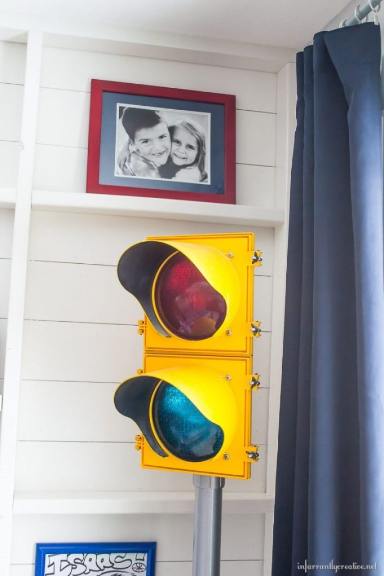 stop-light-in-bedroom