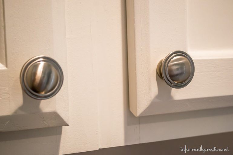 laundry-room-cabinet-knobs