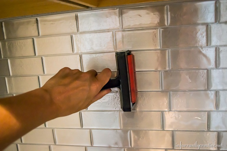 peel-and-stick-backsplash