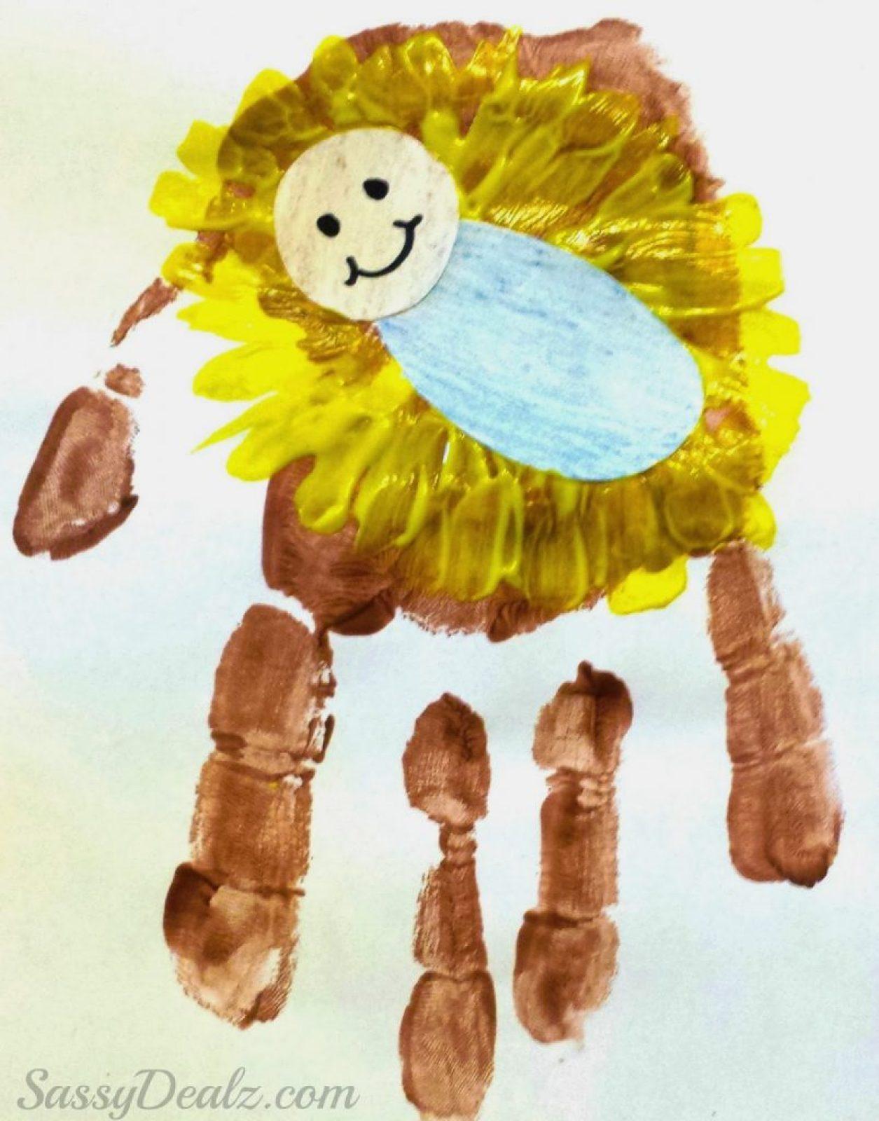 baby-jesus-handprint