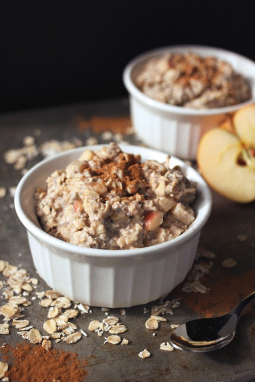 overnight oats with cinnamon and apples