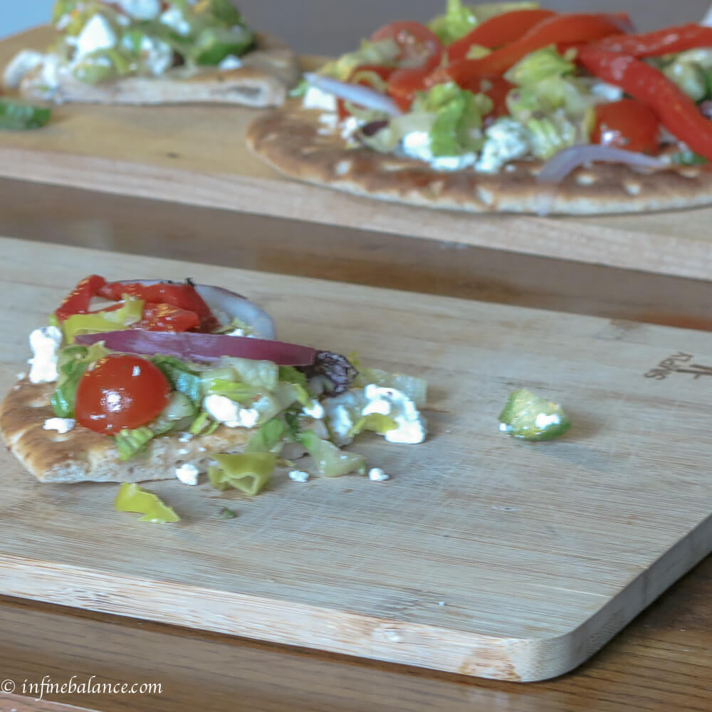 greek salad pizza | www.infinebalance.com
