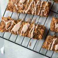 Carrot Cake Breakfast Bars {vegan}
