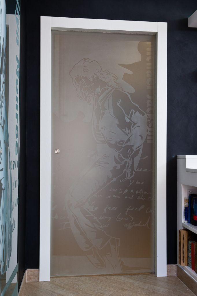 porta moderna da interni a scorrimento con pannello di