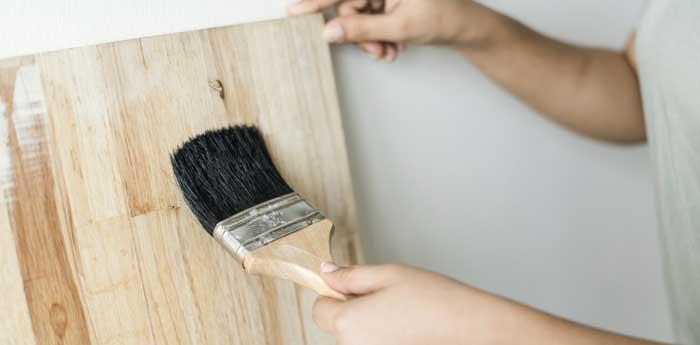Verniciatura degli infissi in legno