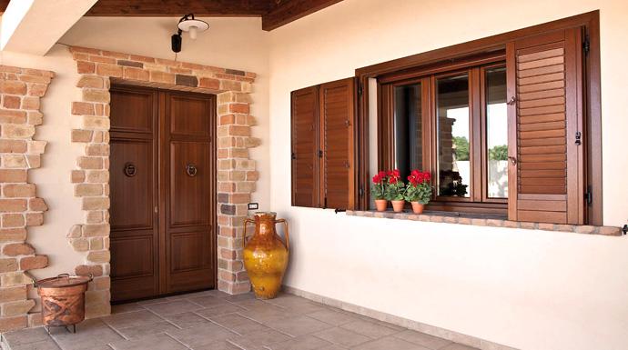 Serramenti in legno esterno appartamento