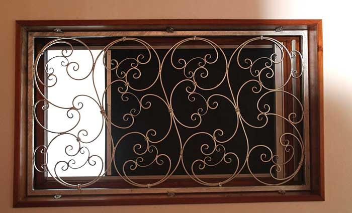 Inferriate artistiche per finestre con fregi curvi