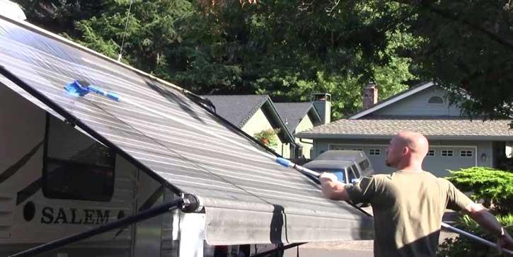 Lavaggio delle tende da sole