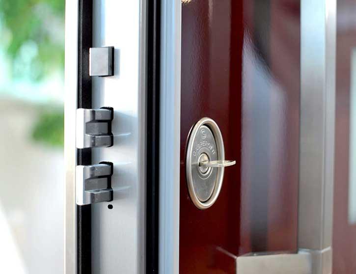 Costo di una porta blindata installata a Monza