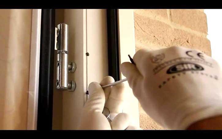 Montaggio porte blindate in un appartamento di Pavia