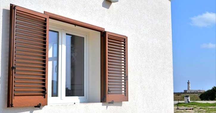 Esempio di una persiana in una casa a Sondrio