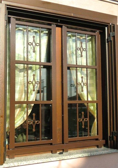 Inferriata per finestra su misura installata a Lodi