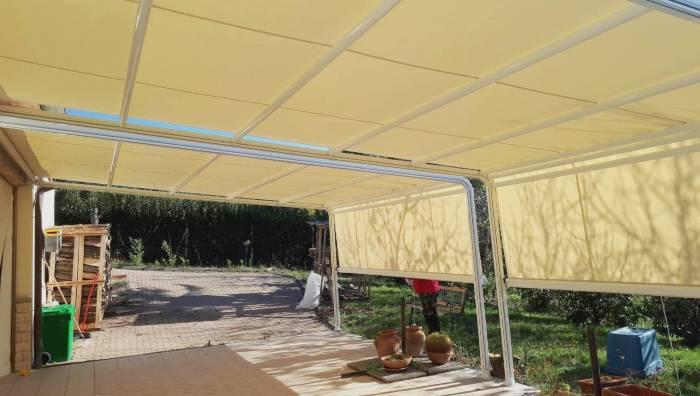 Tenda da sole in giardino paese provincia di Sondrio