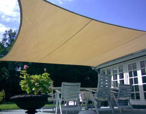 Tipologie di tende da sole a Lecco: tenda a vela