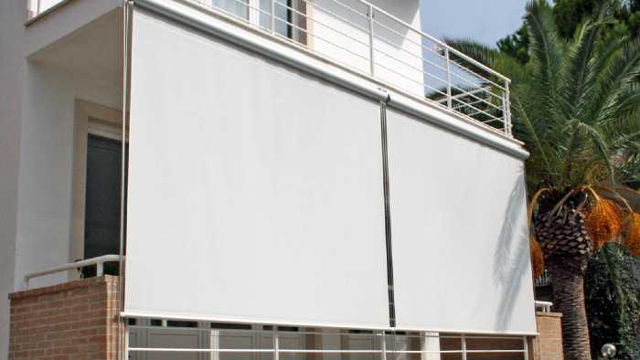 Tende da sole a caduta piccolo balcone in provincia di Lecco