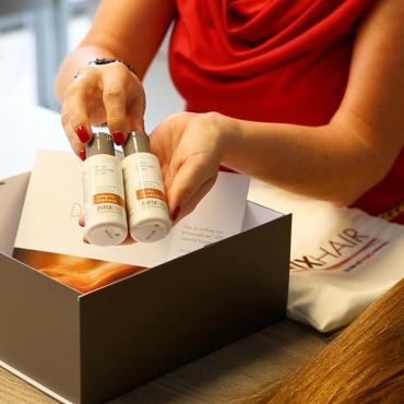 In deze doos arriveert je haarwerk bij je kapper
