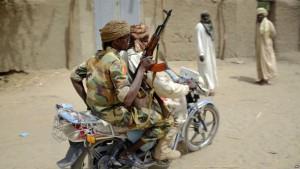 soldats-tchadiens-moto