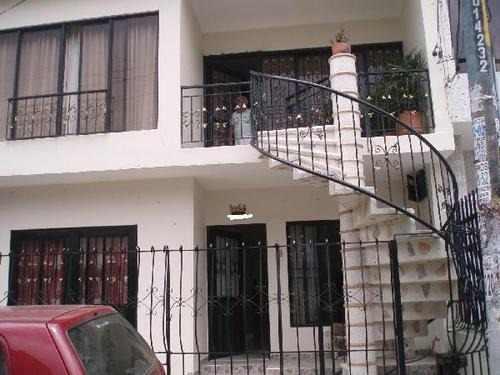 vendo casa de dos plantas con terraza ganga  clasificados