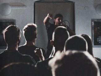 """Konzert des patriotischen Rappers """"Komplott"""" in Linz"""