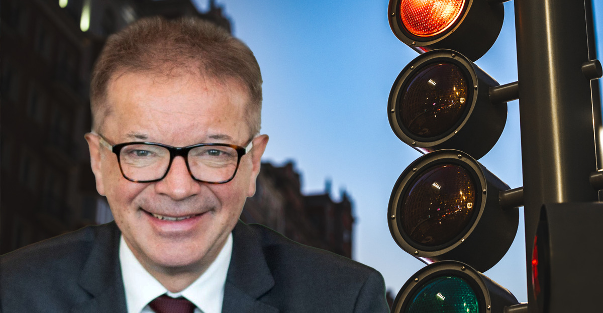 Der grüne Gesundheitsminister Rudolf Anschober muss sich aufgrund seiner Geheimhaltungspolitik immer mehr Kritik gefallen lassen.