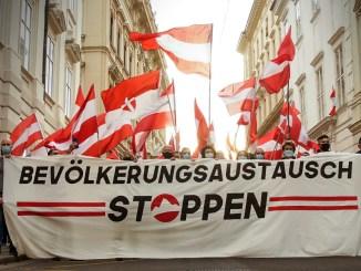 """""""Die Österreicher""""-Demonstration gegen den Bevölkerungsaustausch; Bild: Info-DIREKT"""