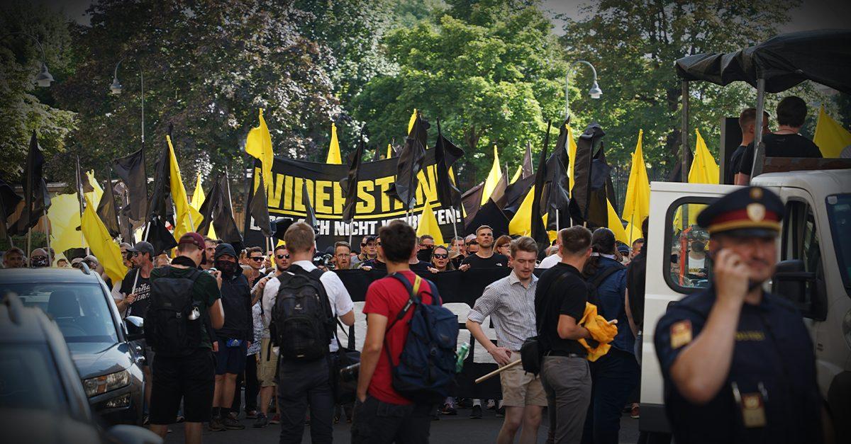Demo gegen Symbolegesetz: Trotz Verbot ein kräftiges Lebenszeichen