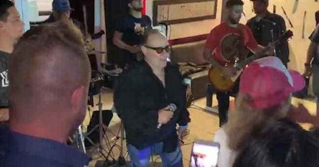 """Video: el momento en el cual se desvanece Juan Carlos """"Banana"""" Mascheroni, cantante de Los Del Fuego"""