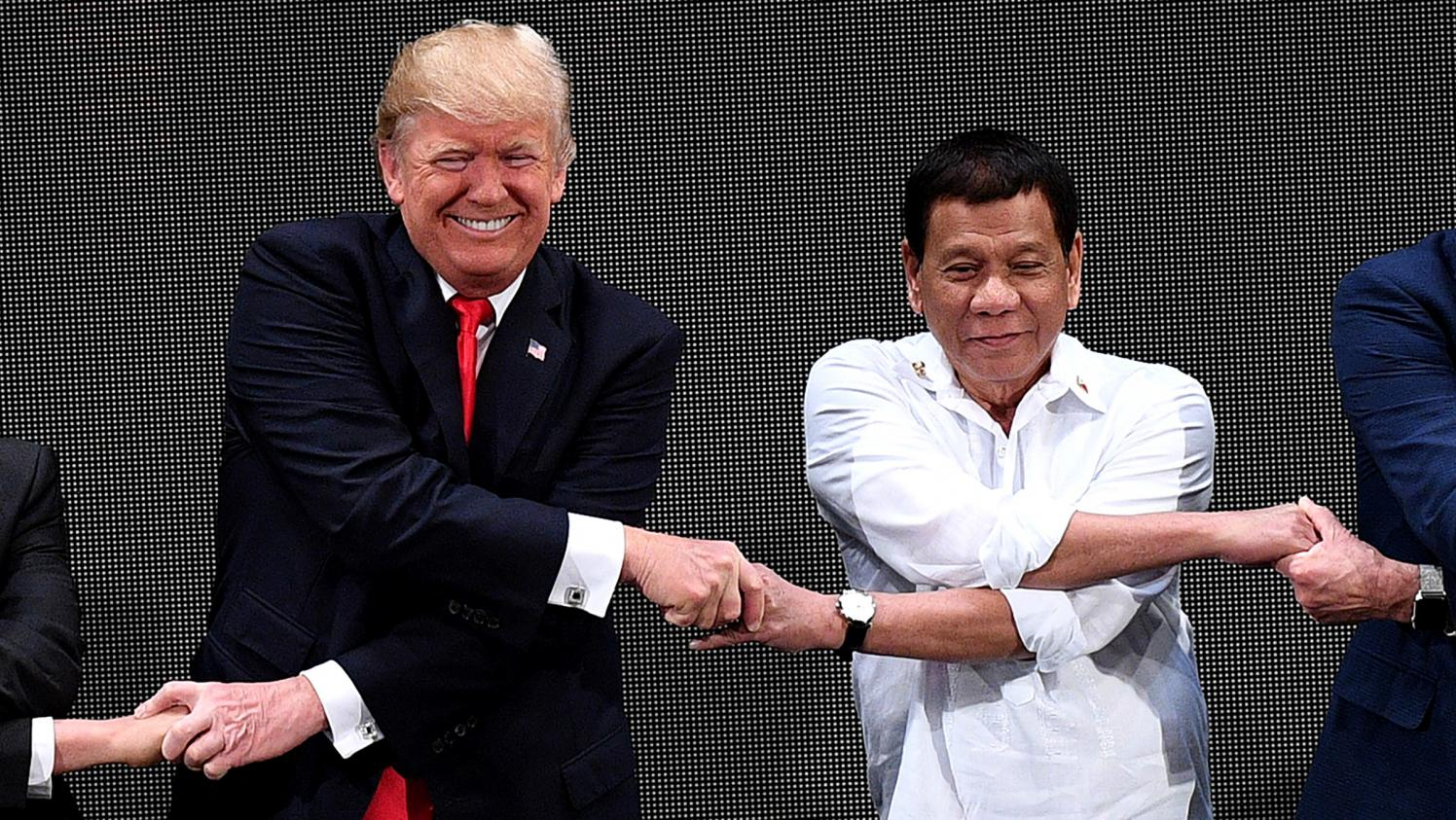 Aux Philippines, Donald Trump Et Son Homologue Rodrigo Duterte Rivalisent D'amabilités