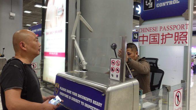 Une file spéciale a été inaugurée à l'aéroport de Suvarnabhumi réservée aux touristes chinois